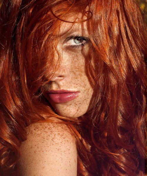 Aleksa Cherkas. Fotografía de Anastasia Fursova. Redhead. Pelirroja