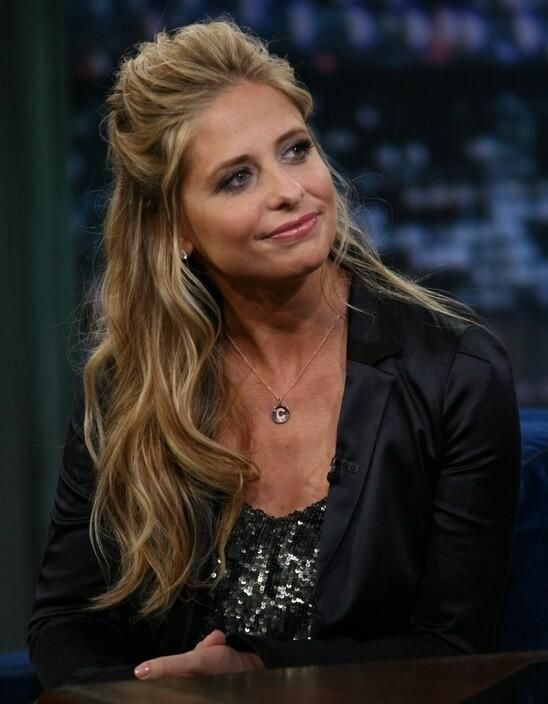sarah michelle gellar.... I want her hair!!! Gorgeous