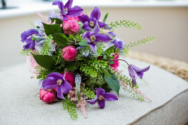 Chic Relaxed Pink Purple Wedding Bouquet http://www.hannahmia.com/