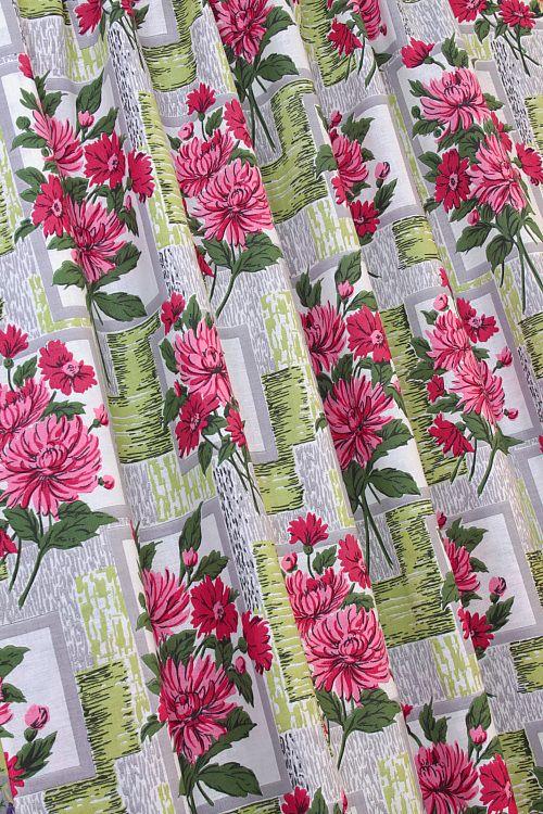 Vintage Home - Vintage 1950s Pink Chrysanthemum Fabric.