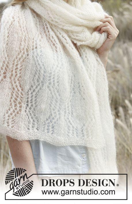 Gebreide DROPS sjaal met kant patroon van Vivaldi of Brushed Alpaca Silk. Gratis patronen van DROPS Design.