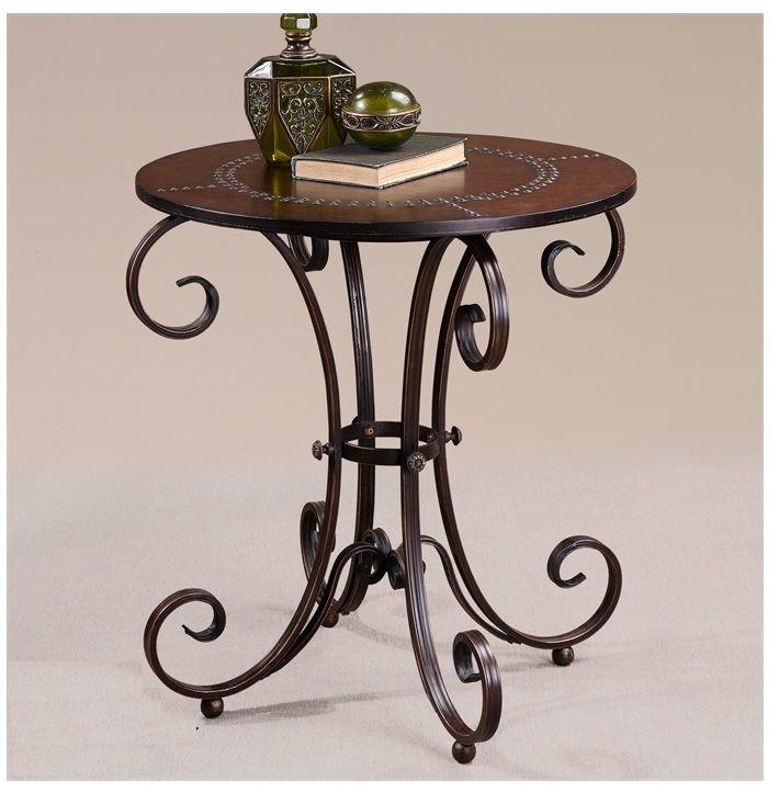 Forjado a mano base de metal en un antiguo acabado en bronce con tachuelas, superior de piel sintética.