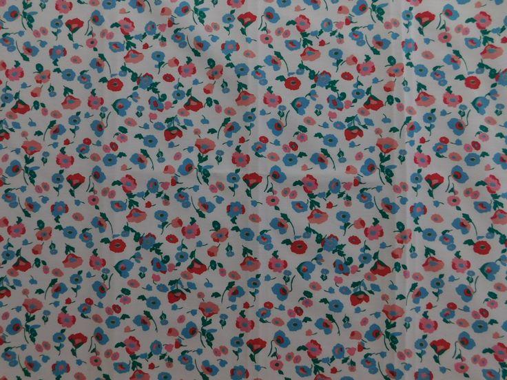 Sarja Estampado Floral Azul e Vermelho não amarrota, dura mais, tem cores que não desbotam e um ótimo caimento.  Indicado para calças, jaquetas, jaleco, blusões, conjuntos, saias, bermudas e até vestidos.  Confira Sarja Estampado Floral Azul e Vermelho e outras estampas de Sarjas em nossa loja virtual www.LuemaTecidos.com.br  #tecidos #sarja #sarjaestampada #vempraluema #luematecidos