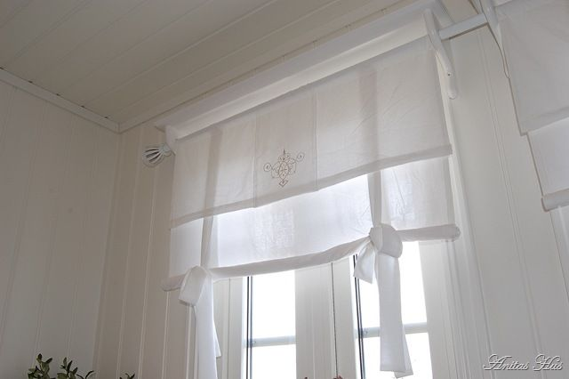 Dining Room Curtains Idea for DIY, Dining room. White, Grey, Black, Chippy, Shabby Chic, Whitewashed, Cottage, French Country, Rustic, Swedish decor Idea. ***Pinned by oldattic ***