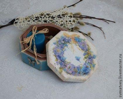 Шкатулка декупаж `Весенняя лазурь`. Шкатулка выполнена в технике декупаж. Старенькая очень гладкая, шелковисто-матовая.  Небольшая...для хранения милых сердцу вещичек, заколочек, колечек или для упаковки подарка.