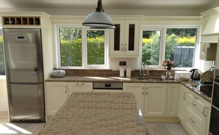Painted contemporary kitchen...by Newhaven Kitchens, Carlow