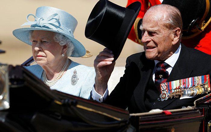 Sputnik Türkiye ///  Kraliçe 2. Elizabeth'in doğum günü kutlamalarında 5 kraliyet muhafızı bayıldı