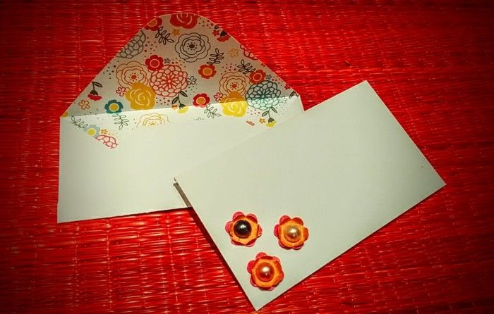 A different flavor to the envelops .Try creating the inside out envelops... these looks very elegant and pretty...