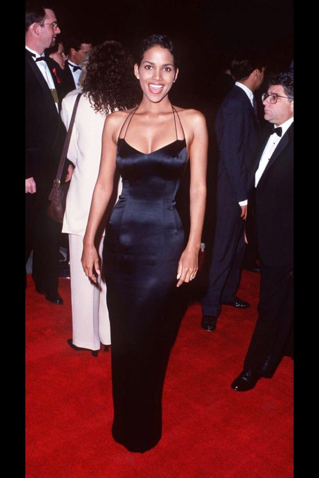 90s Halle Berry - black dress