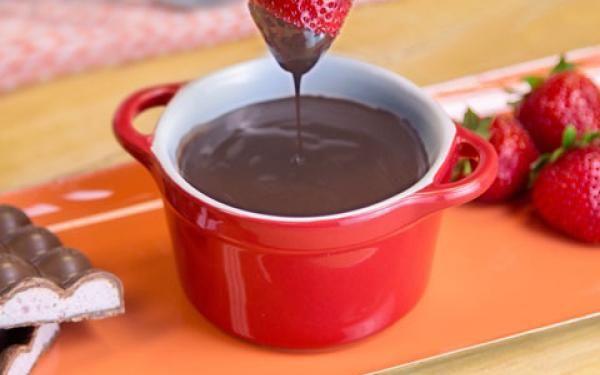 Dip strawberries into AERO Strawberry Fondue for a doubly dreamy dessert.