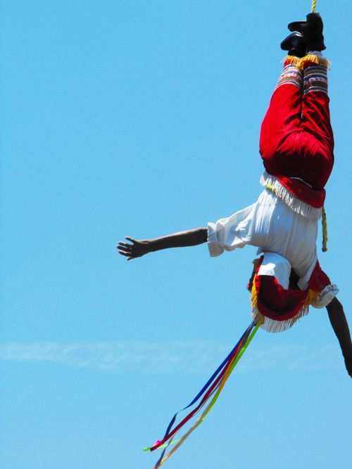 Volador de Papantla en pleno vuelo. Tajin Veracruz Mexico.