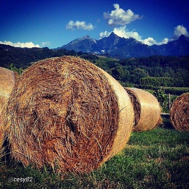 Le Alpi Apuane viste dal Piano di Moncigoli uno scatto stupendo dalla nostra Lunigiana grazie a @cesy82 una foto meravigliosa #lunigiana #tuscany