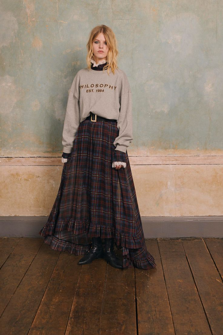 The complete Philosophy di Lorenzo Serafini Pre-Fall 2018 fashion show now on Vogue Runway.