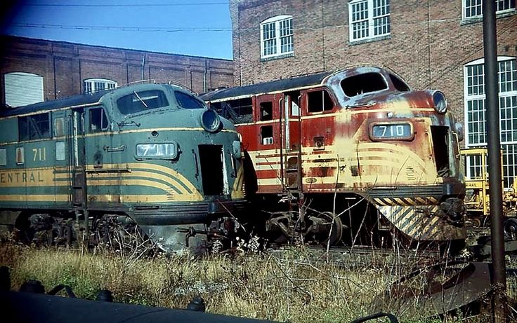 MEC 710 & 711...soon to be scrapped Railroad pictures