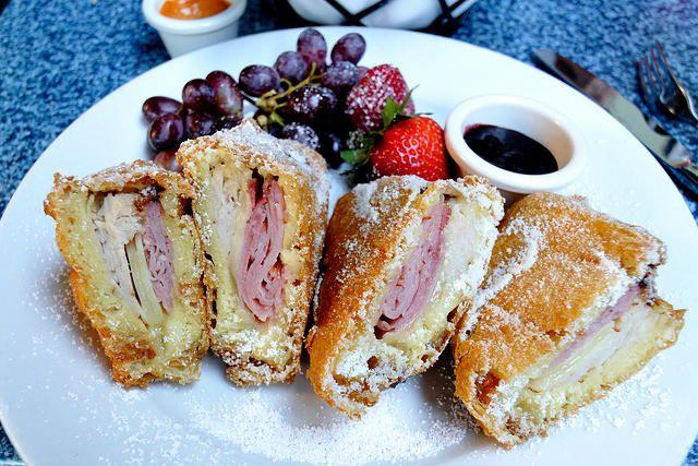 Réalisons le sandwich monte cristo, une adaptation américaine de notre croque monsieur national. Parfait pour les apéritifs, c'est une variation à tester.