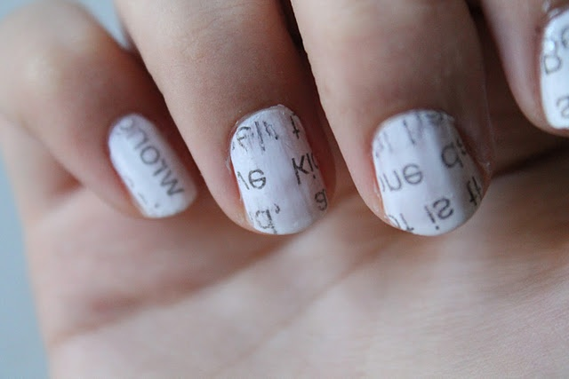 newspaper print nailpolish! looks super easy, i am definitely trying this out!: Simple Beautiful, Newspaper Prints, Nails Art, Beautiful Tutorials, Nails Ideas, Nails Polish, Prints Nails, Newspaper Nails, Nails Tutorials