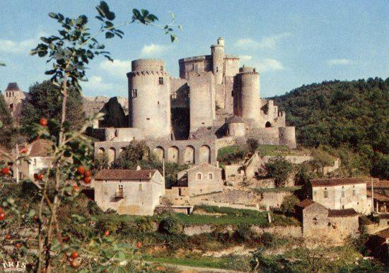 . Château de Bonaguil (Lot-et-Garonne) : dernier des grands châteaux forts de France. Histoire de France. Patrimoine. Magazine