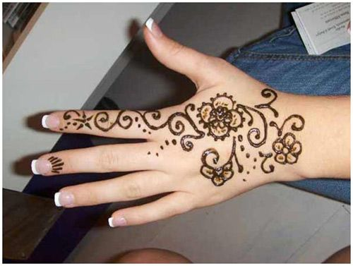 28 Simple And Easy Mehndi Designs That You Can Do By Yourself | StyleCraze