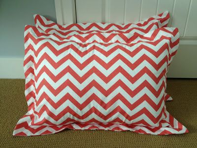 Cora Anne Designs: DIY Pillow Sham Tutorial...to go with the quilt I just made, I'm going to make some of these. :)