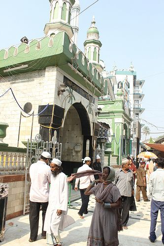Makhdhoom Shah Baba  Dargah Mahim...Place Of Peace And Humanity
