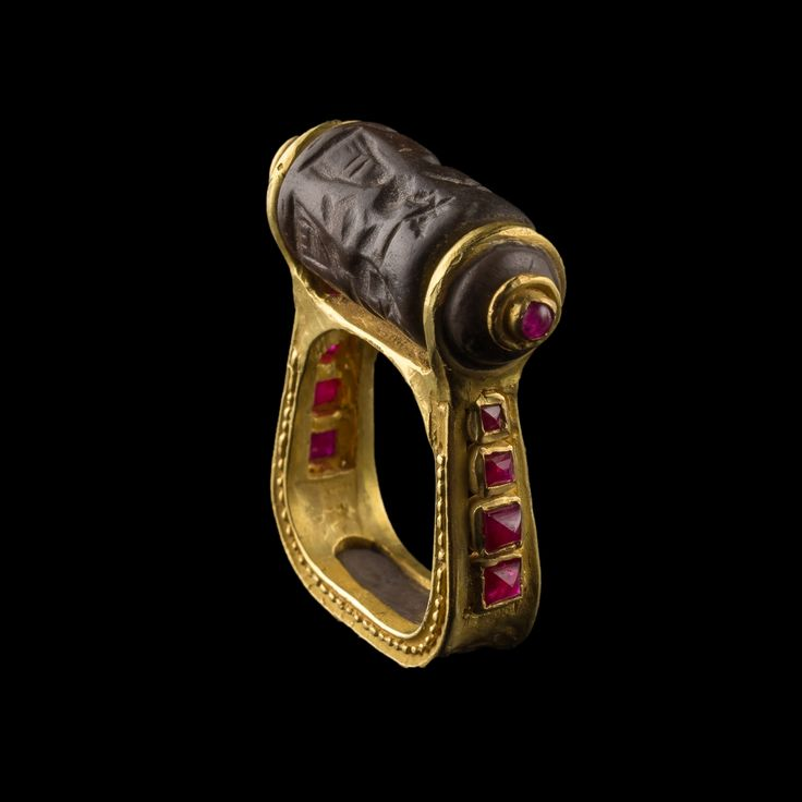Golden ring with stone seal, rubies | Mesopotamia