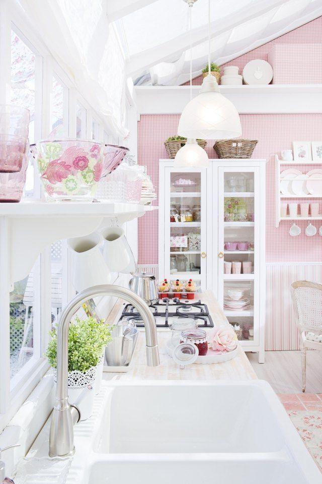 romantisch wohnen küche weiß rosa skandinavisches flair