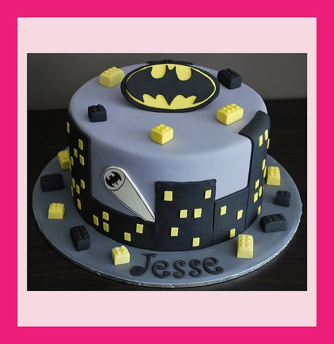 batman-cake by Tiny Angel Cupcakes, via Flickr