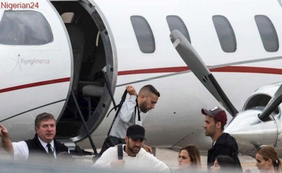 Football stars land in Argentina for Messi's wedding