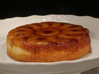 Receta de pastel volteado de piña facil El Pastel volteado de piña es riquisimo, se obtiene un pastel humedo y con una capa de piña caramelizada deliciosa.