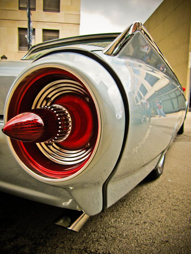 T-Bird - Seriously, with all the retro-modern new Camaros, Mustangs, and Challengers, someone need to bring back tail fins and rocket tail lights!!!.