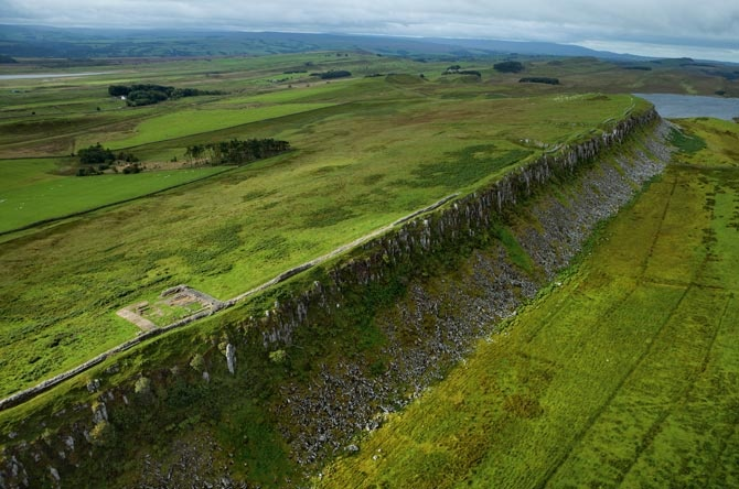Hadrian's Wall, England. Barbarians would have stared up at this section, which runs along a cliff near the northern town of Once Brewed. In its heyday, the wall was 14 feet high and stretched 73 miles, from coast to coast. A deep ditch reinforced parts of it. Today a walking trail runs alongside it. Photo by Robert Clark.Gorgeous Photos, Beautiful Earth, Favorite Places, Muros Adriano, Romans Frontier, Earth Volume, Hadrians Wall, Del Muros, Di Adriano