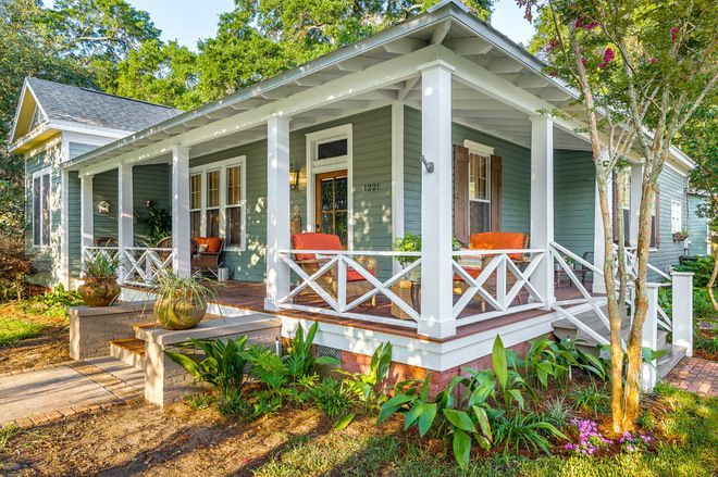 18 Creative Deck Railing Ideas To Update Your Outdoor Space Small Front Porches Designs Porch Design Front Porch Decorating