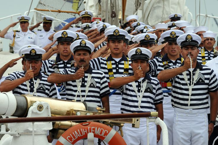 Durante la ceremonia, el mandatario estatal agradeció a la Marina-Armada de México, por el respaldo y el esfuerzo que han entregado a Veracruz, con la finalidad de mantener la tranquilidad de las familias veracruzanas.
