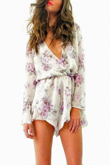 LIONESS HIS GIRL PLAYSUIT FLORAL His Girl Playsuit inFloral Lilacby Lioness. Long sleeve chiffon playsuit with a plunging cross over front, elasticised at the waist. Slightly sheer sleevescontrasted against the solid body.Super cute must have playsuit which can be worn anywhere, anytime. Pair with skyhigh heels to dress up or style with flats. Fabric: polyester. Fits trueto your normal size. Model wearsthe size 8 (size small) and is 174cm tall.…