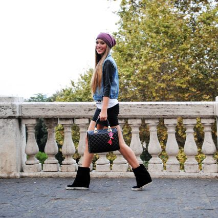 Lucrezia Parisi a Napoli con la sua YOUR bag  #lucreziaparisi #napoli #borsa #yourbag