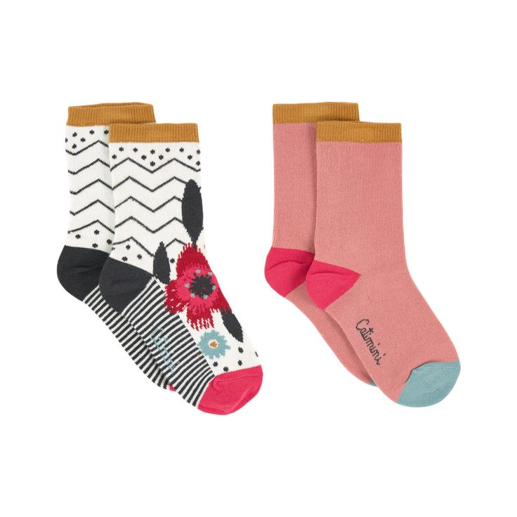 Cotton and polyamide knit Pleasant to the touch Contrast heels and toes Non-slip socks Jacquard patterns Brand print - 25.41 €