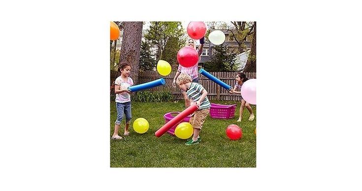 Waterspel: een ballon hooghouden met een waterpistool