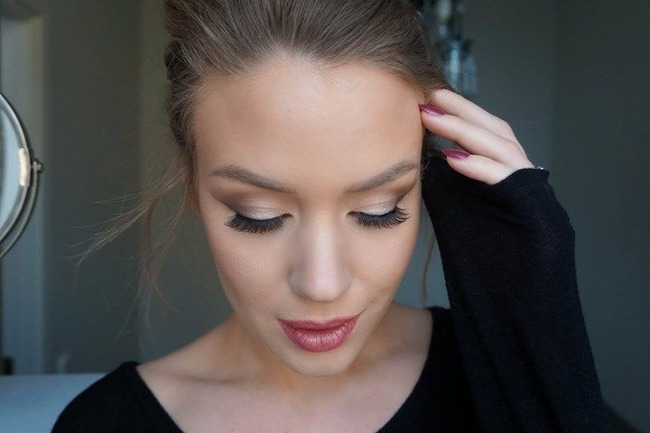 Swedish makeup artist based in Stockholm. Blogs about makeup, fashion and lifestyle.
