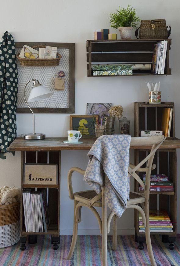 Lad dine gamle, rå æblekasser få nyt liv som rustikt og personligt skrivebord til arbejdsværelset. Få gør det selv-guiden her!