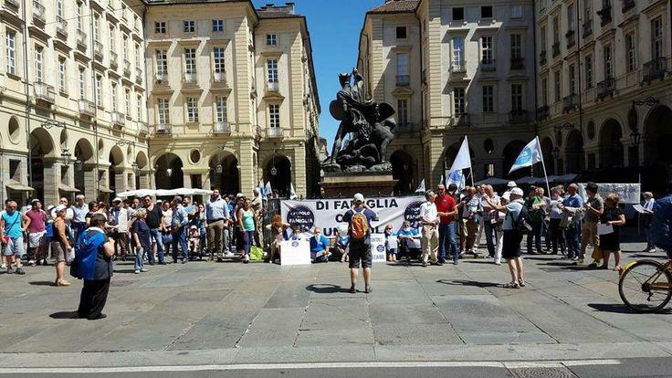 A Torino flop manifestazione di Adinolfi, Torino, manifestazione, Adinolfi, omofobia, Chiara Appendino, sindaco, assessorato delle famiglie, famiglia, gay