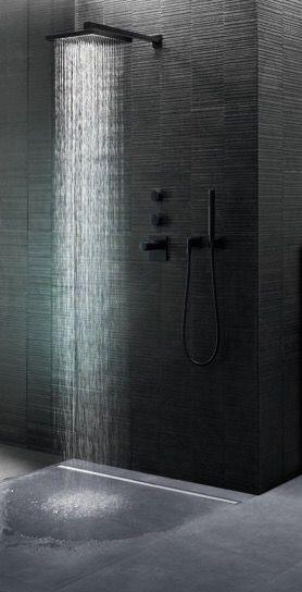 De Geberit CleanLine douchegoot is niet alleen mooi, maar ook heel praktisch in onderhoud. Er zit namelijk geen ruimte onder de goot waar vuil zich kan ophopen.