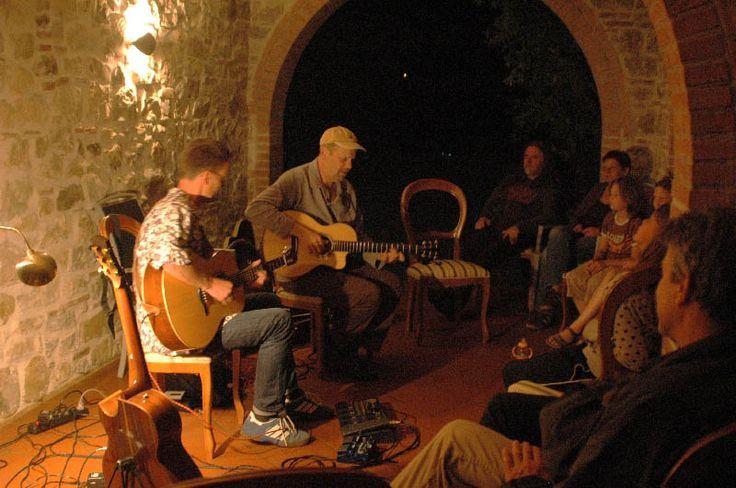 Corsi di formazione con esperti chitarristi !! #formazione #live #concerto #musica #chitarra #guitar #suonare #formazione #workshop #gruppo #insieme