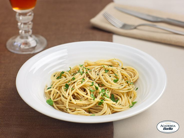 Spaghetti con aglio, olio e alici