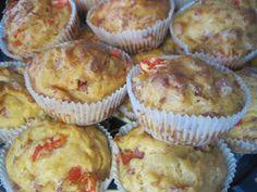 Tässäpä olisi vielä pyynnöstä reseptit lauantai-illaksi tekemiini suolaisiin muffinsseihin! Kävin läpi taas aikamoisen määrän reseptejä, jo...