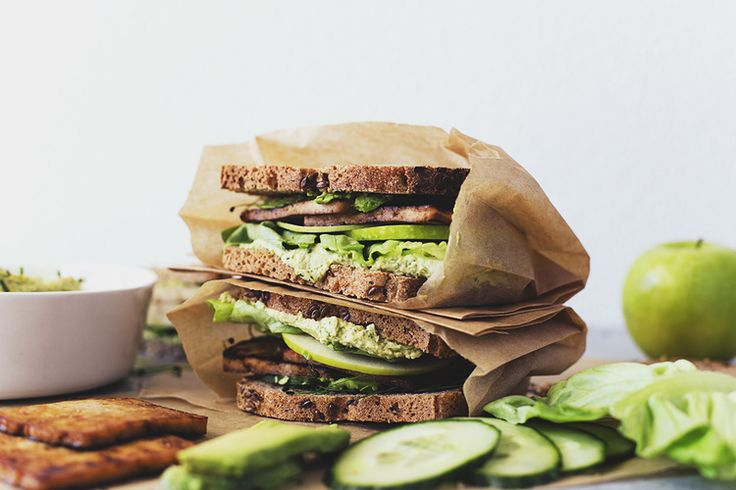 Easy Vegan Recipe for Green Sandwiches with Maple & Soy Crispy Tofu | potluck at ohmyveggies.com
