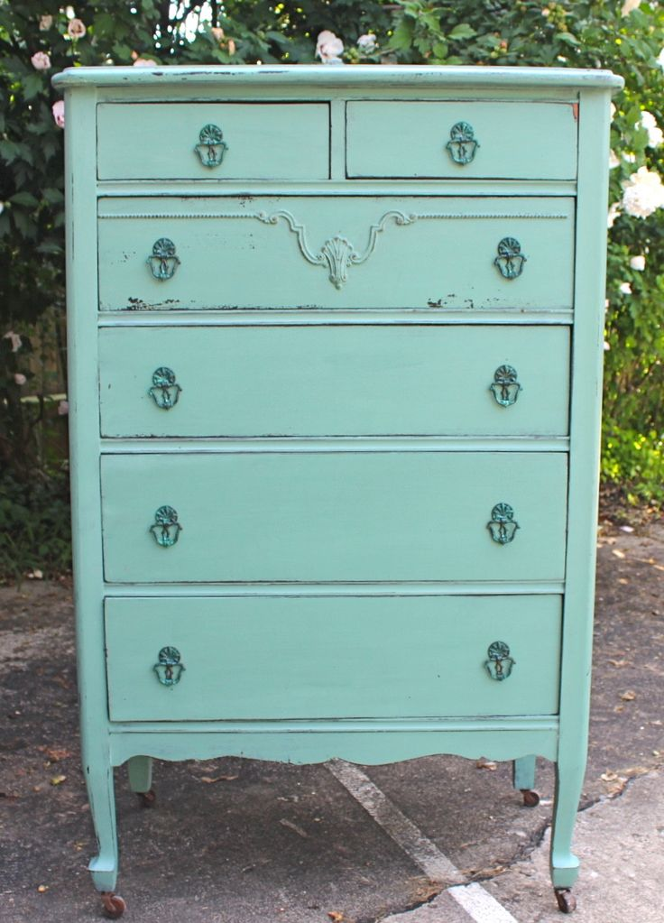 25 Best Ideas About Vintage Dressers On Pinterest Chalk