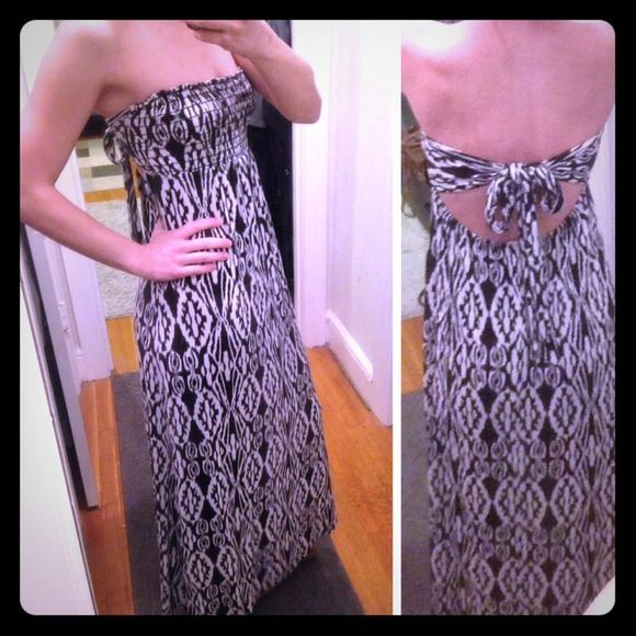 CLEARANCE Silence + Noise tribal maxi dress L Silence + Noise black and white Aztec tribal print strapless maxi dress with adjustable tie-back smock top at bust line. Well worn but in good shape with a lot of life left. Size large, but could fit a medium. silence + noise Dresses Maxi