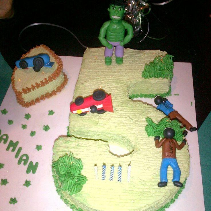 Hulk cake by Raquel Monteiro