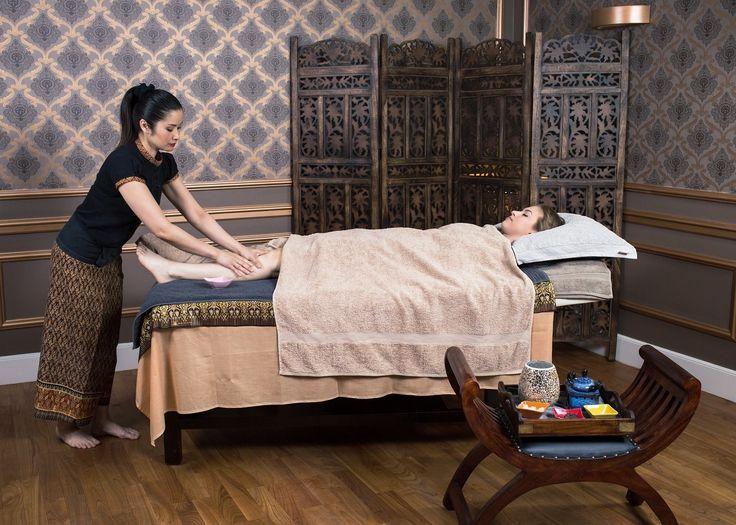 Tajski rytuał odżywczy na stopy pomaga:  wygładzić i odżywić skórę stóp, usunąć powstałe zrogowacenia i zregenerować paznokcie, dogłębnie zrelaksować i przywrócić uczucie lekkości stopom oraz całym nogom.