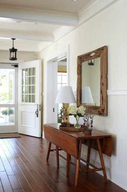 love the door, the mirror, the floor that table...